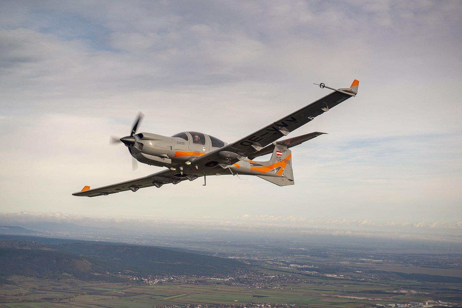 DA50 RG - Be Unique! - Diamond Aircraft Industries
